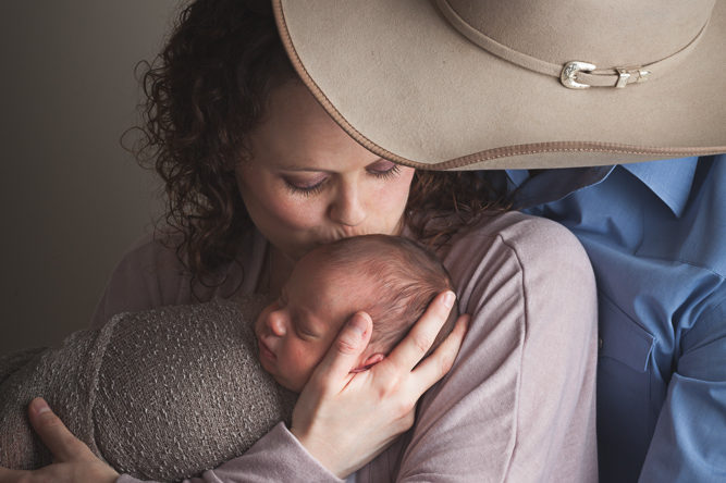 parents with newborn - ellensburg baby and family photography