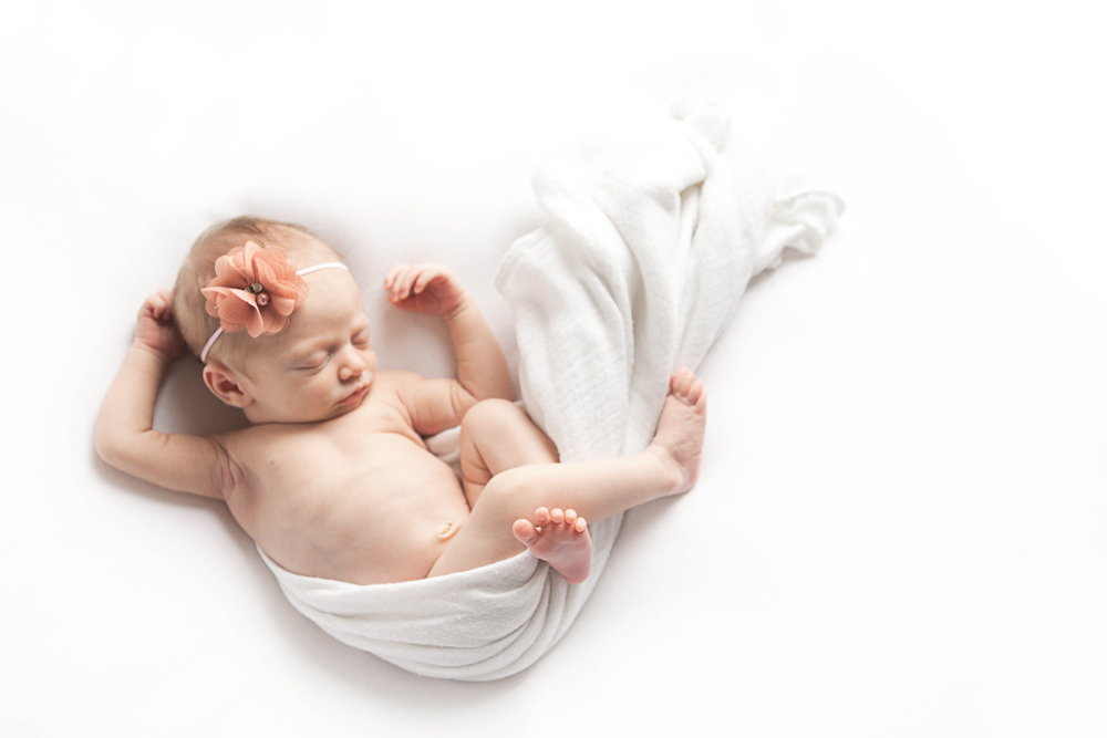 7 day old baby sleeping in natural pose - ellensburg newborn photographer