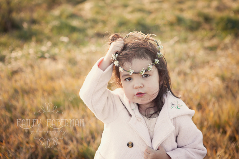 Fall family lifestyle session by Ellensburg Photographer Hailey Haberman with nick and madeline photo of toddler girl