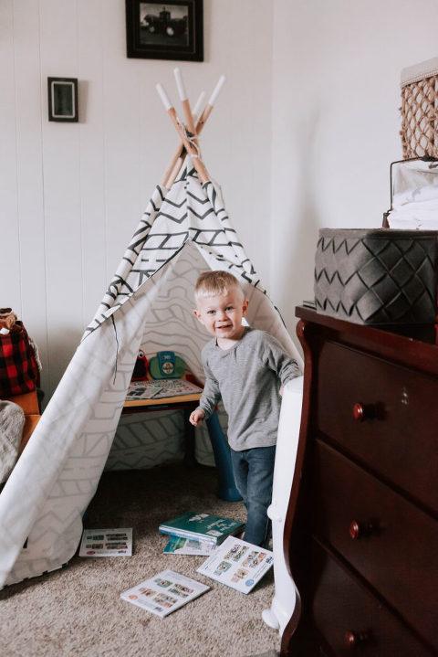 Big Brother in Teepee Baby Miles Ellensburg Lifestyle Newborn Photographer Hailey Haberman