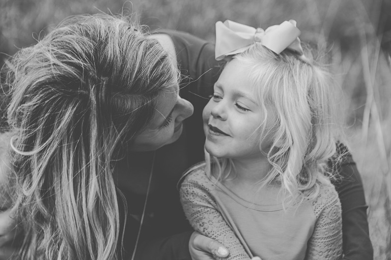 black and white of mom and little girl, Rustic fall lifestyle family session captured by Hailey haberman in Ellensburg WA