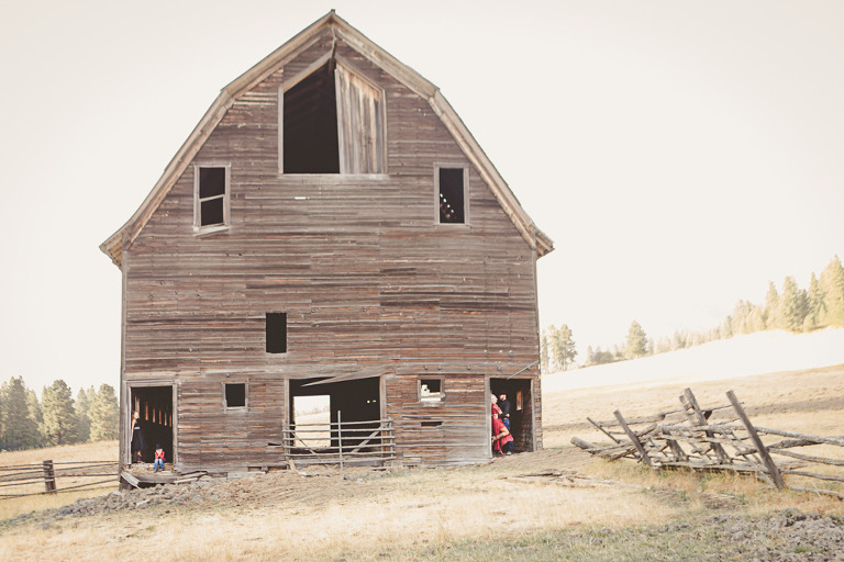 Dunford Barn Engagement Photography with Ryan & Amber by Hailey Haberman Photography in Ellensburg WA at the Cattle Barn