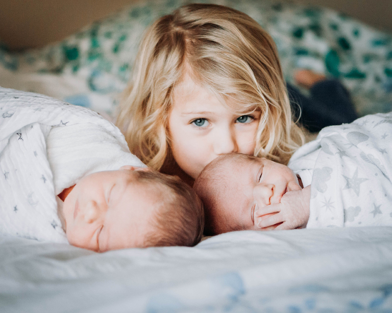 family with twins at home- lifestyle newborn photography by Hailey Haberman in Ellensburg WA