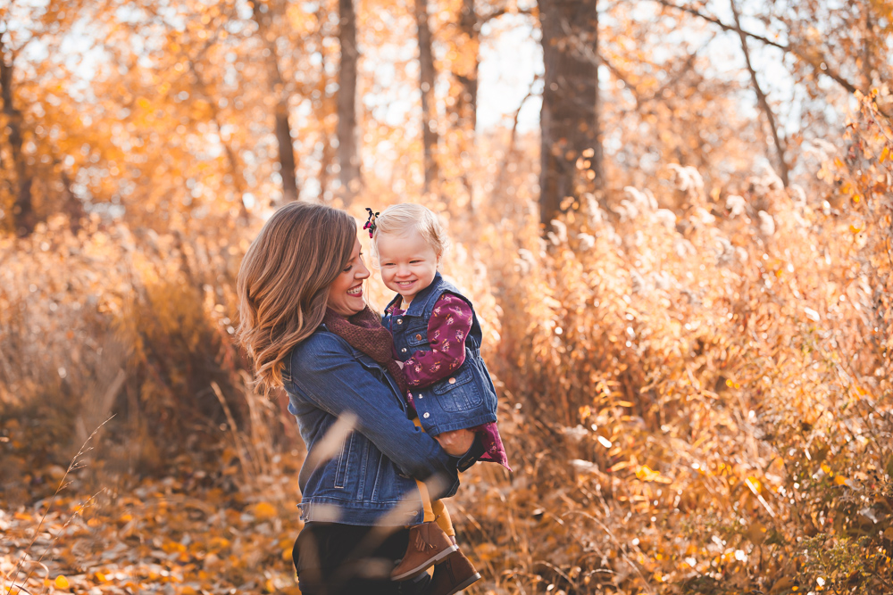 mom and daughter snuggle, fall family session- lifestyle photography by Hailey Haberman in Ellensburg WA