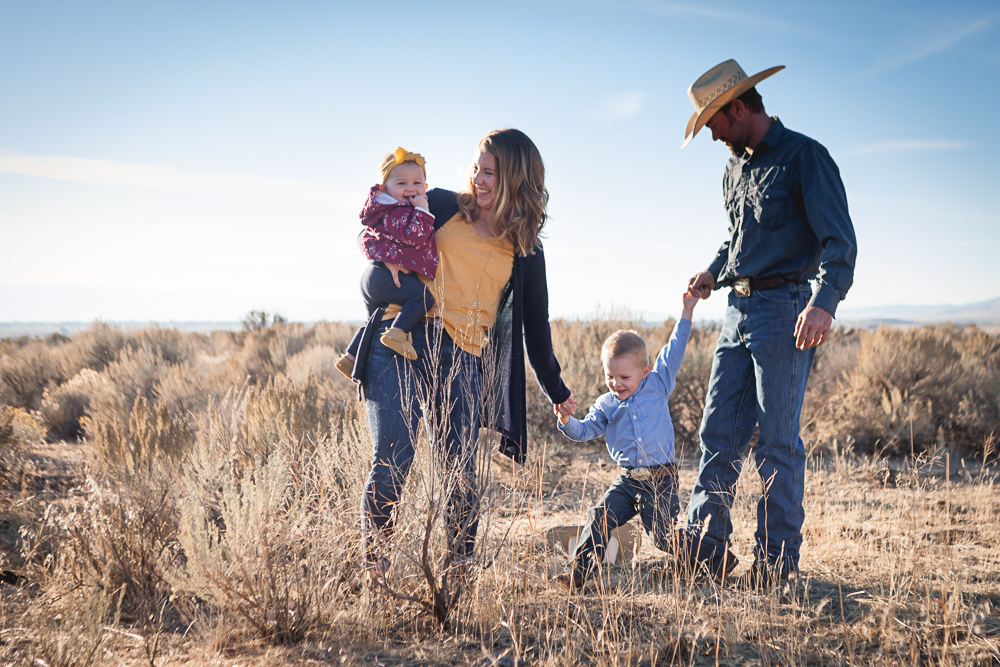 fall family western session- lifestyle photography by Hailey Haberman in Ellensburg WA